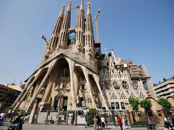 Sagrada Familia de Barcelona - Sitios que visitar en Barcelona 3 días - Ilutravel.com