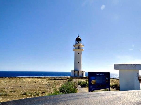 Faro de Cabo de Barbaría de Formentera - Turismo en Formentera - Ilutravel.com