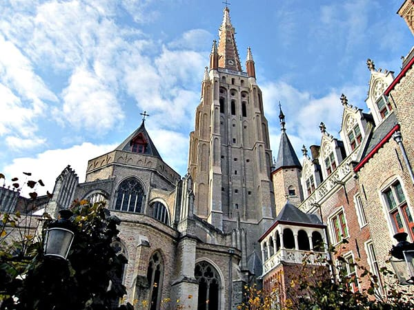 Iglesia Nuestra Señora de Brujas - Ver Brujas de turismo - Ilutravel.com