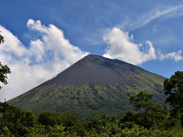Volcán San Cristóbal de Chinandega - Lugares de interés de Chinandega - Ilutravel.com