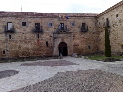 Monasterio de Santa María la Real de AGuilar de Campoo - Turismo en Aguilar de Campoo - Ilutravel.com