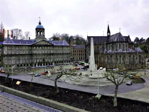 Plaza dam de Ámsterdam - Sitios que ver en y qué hacer en Ámsterdam - Ilutravel.com