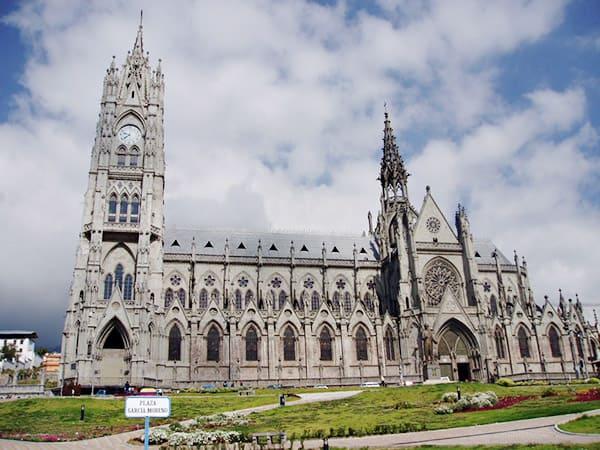 Basílica de Voto Nacional de quito - Sitios que visitar en Quito - Ilutravel.com