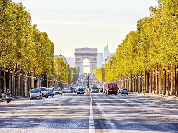 Los Campos Elíseos en París - Que ver en Paris de turismo para 4 días - Ilutravel.com