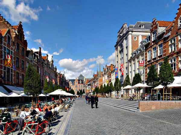 Oude MArkt de Lovaina - Ver Bruselas sitios de alrededores - Ilutravel.com