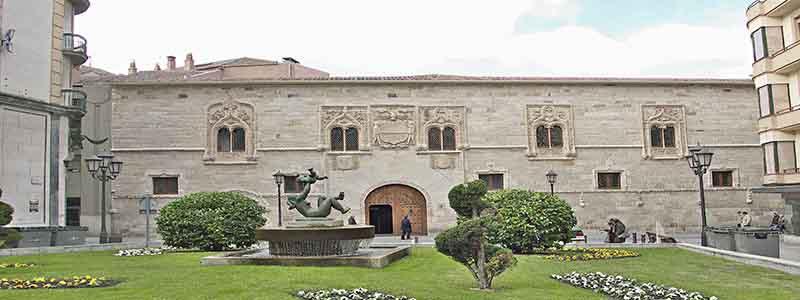 Palacio de los Momos Zamora