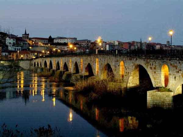 Este puente es uno de los referentes de la ciudad de Zamora.