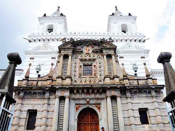 iglesia san francisco quito - Turismo en Quito en dos días -Ilutravel.com