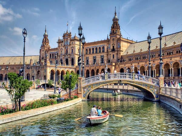 plaza españa sevilla sitio que ver en la ciudad en dos días - Ilutravel.com