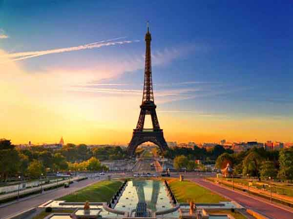 torre eiffel paris - Sitios que ver en París - Ilutravel.com