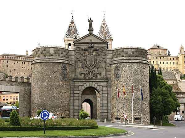 Puerta Nueva de Bisagra Toledo - Ilutravel.com