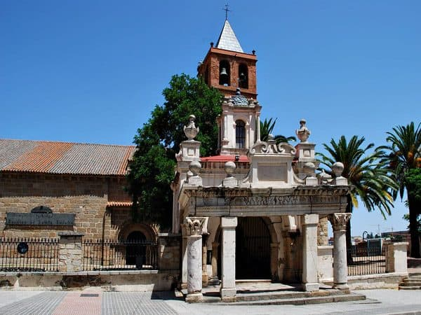 Basílica de Santa Eulalia-Templo de Marte de Mérida - Turismo 2 días Mérida - Ilutravel.com