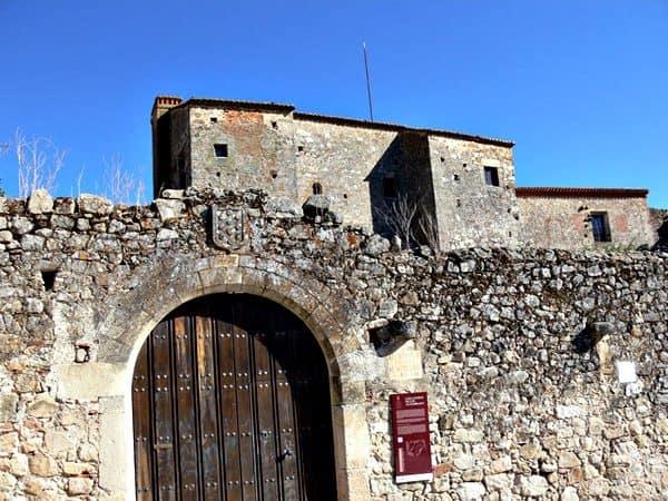 Casa Fuerte de los Altamirano de Trujillo - Sitios de interés turístico de Mérida - Ilutravel.com