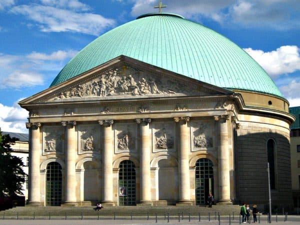 Catedral de Santa Eduvigis de Berlin - De visita por Berlín en 4 días - Ilutravel.com