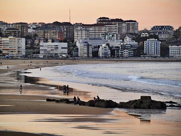 Playa del Sardinero de Santander - Lugares más bonitos que ver en Laredo - Ilutravel.com