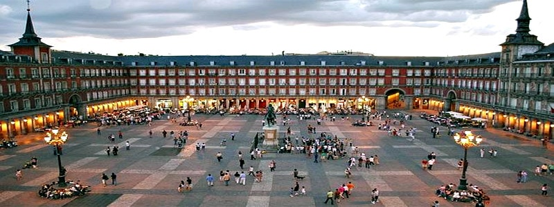 Plaza Mayor de Madrid - Rincones de interés que ver en Madrid par 3 días - Ilutravel.com