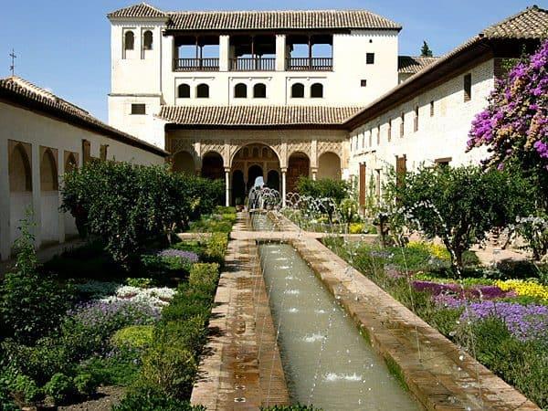 Palacio del Generalife de Granada - Qué ver en Granada - Ilutravel.com