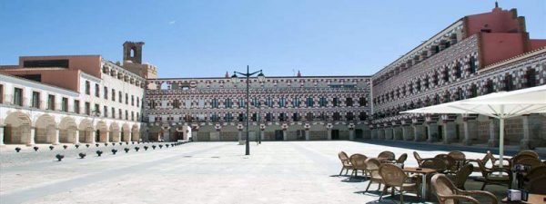 Plaza Alta y Casas Coloradas