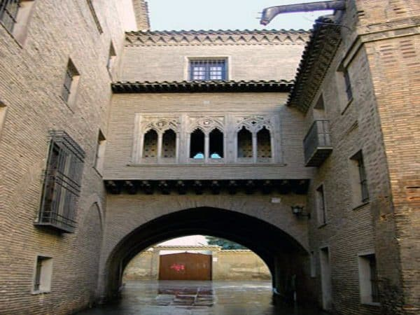 Arco y Casa del Deán - Dos días en Zaragoza de turismo - Ilutravel.com