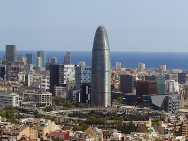 Torre Agbar de Barcelona - Conocer la ciudad Condal 3 días - Ilutravel.com