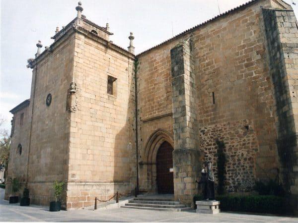 Iglesia de San Juan de Cáceres sitio que visitar