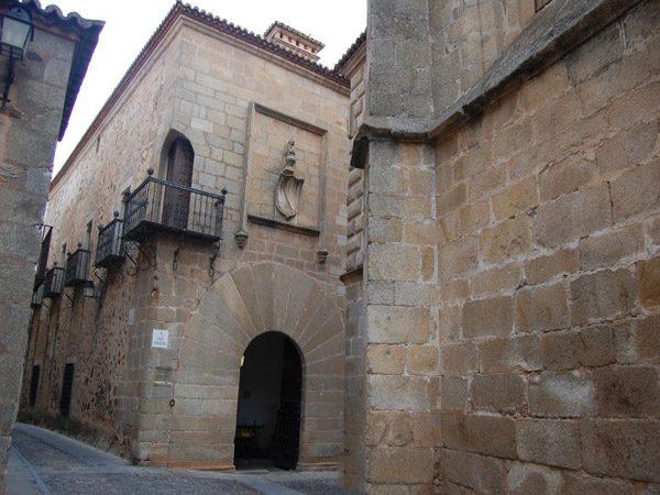 Palacio Carvajal de Cáceres lugares que visitar en la ruta