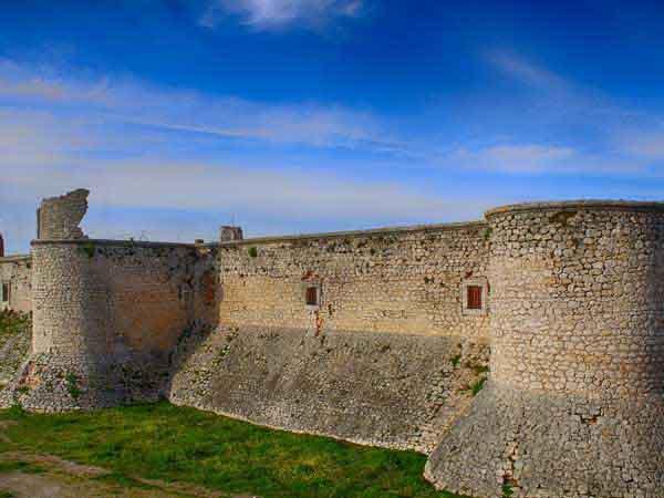 Castillo de los Condes de Chinchón - ilutravel.com -