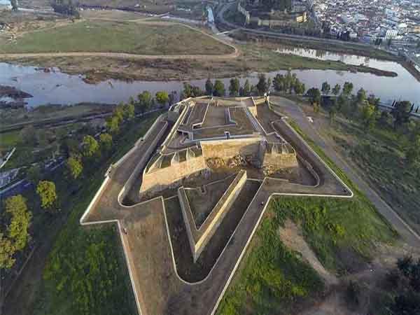 Fuerte de San Cristóbal en Badajoz - ilutravel -