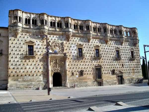 Palacio del Infantado de Guadalajara - ilutravel.com