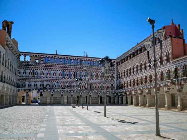 Plaza Alta y Casas Coloradas de Badajoz - ilutravel -