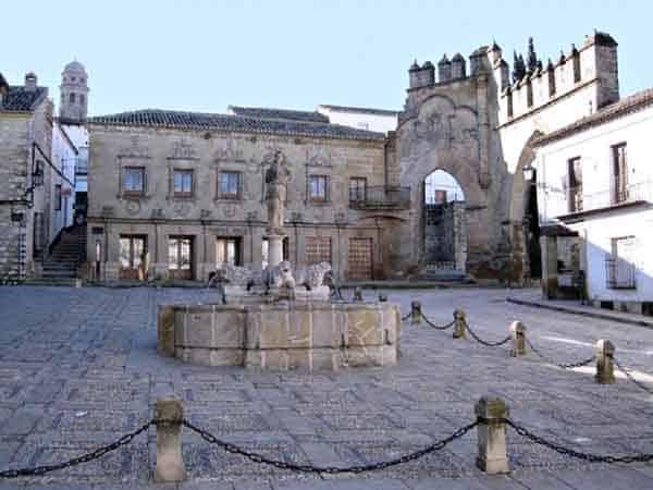 Baeza Plaza del Pópulo – Ilutravel.com -Tu guía de turismo online