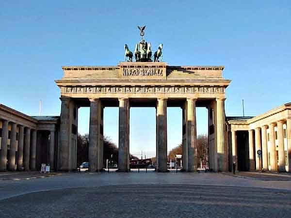 Puerta de Brandenburgo Los mejores Free Tours de Berlín - ilutravel.com