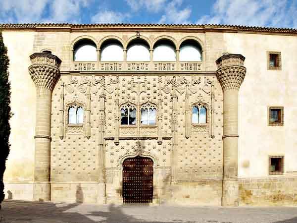 Guía de Viajes por Baeza en el Palacio de Jabalquinto - ilutravel.com - Tu guía de turismo online