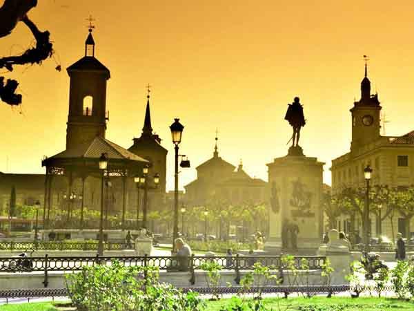 Plaza de Cervantes de Alcalá de Henares - Alcalá de Henares en un día - Ilutravel.com