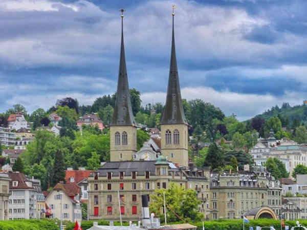 Vista desde el Río, de la Catedral o Iglesia de St Leogar de Lucerna