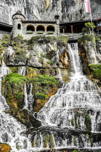 Cuevas de San Beato de Interlaken, vista desde abajo