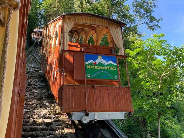 Funicular bajando desde Heimwehfluh en Interlaken
