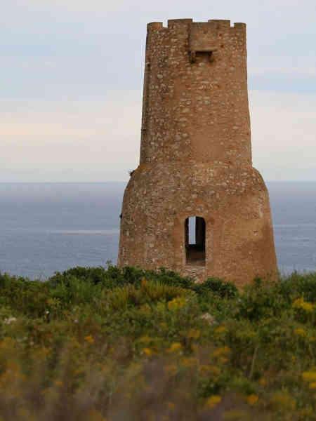 Vista lejana de Torre del Gerro de Denia