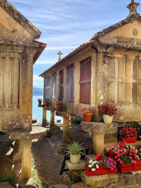 Foto de Combarro y un Hórreo pueblos bonitos