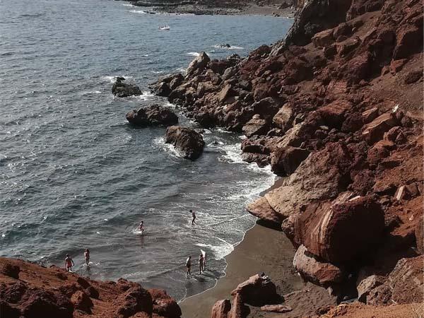 Vista desde arriba de la Playa de Tacorón en El Hierro