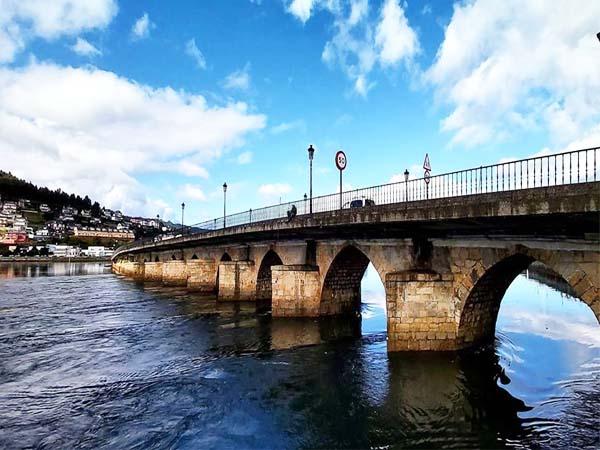 Puente de la Misericordia lugar para ver en Viveiro en un día.