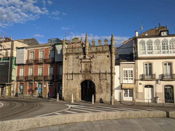 Puerta de Carlos V en Viveiro lugar para visitar