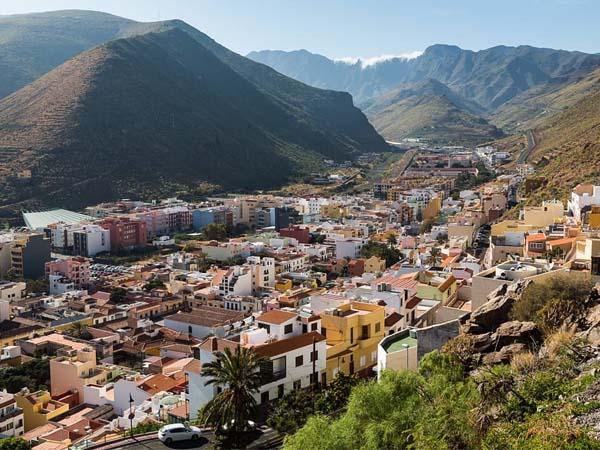 Vista lejana de San Sebastián de la Gomera, lugar que ver en 5 días