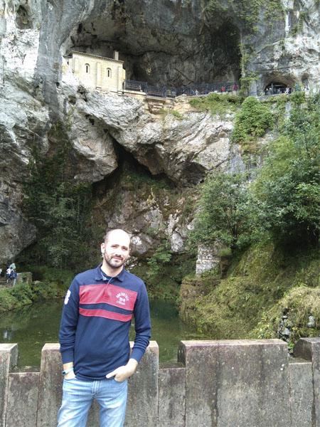 Vista desde abajo del Santuario de Covadonga