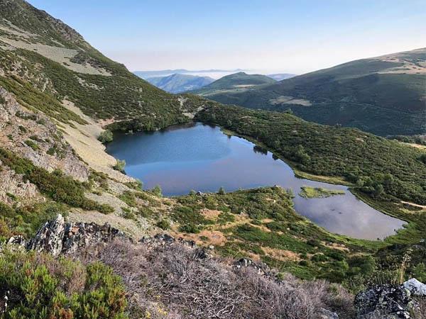 Vista de la Laguna en la subida a Cueto de Arbas
