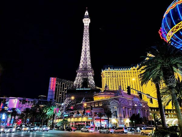 Hotel Paris Las Vegas, visto desde lejos