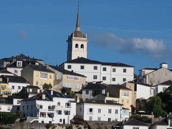Iglesia de Santiago en Castropol