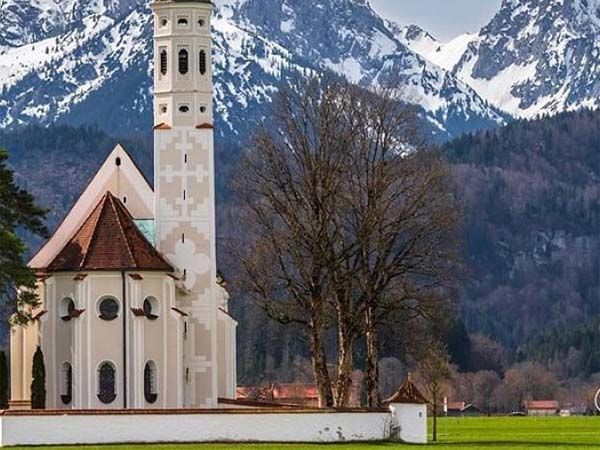 Una iglesia durante el transcurso de la ruta romántica de Alemania