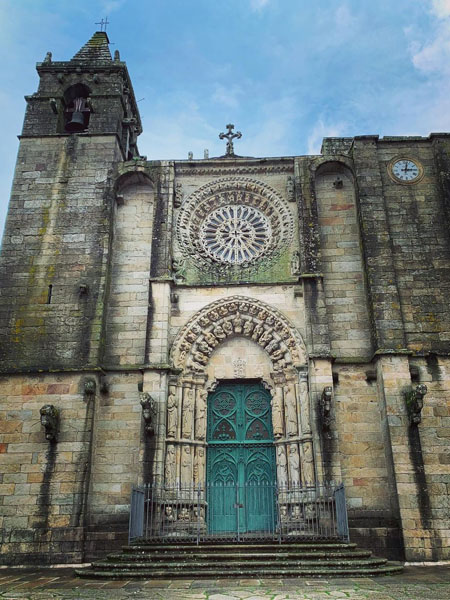 Facha de la Iglesia de San Martiño de Noia