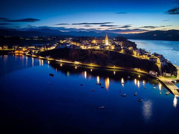Puerto de Castropol desde l a distancia